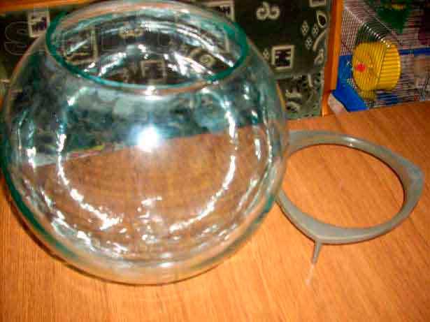 kruglij aquarium